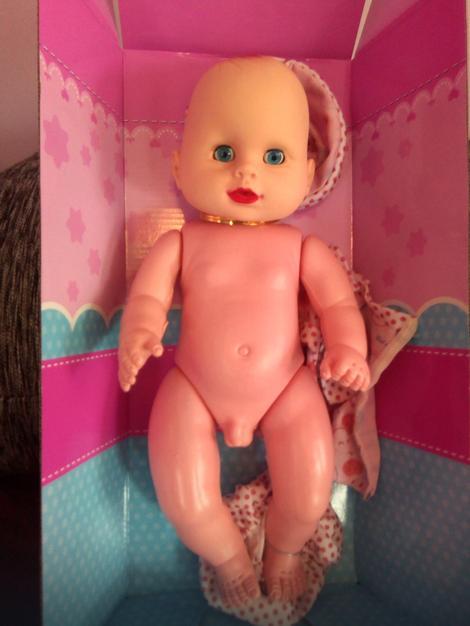 Detetu za krštenje poklonili lutku koja je šokirala goste
