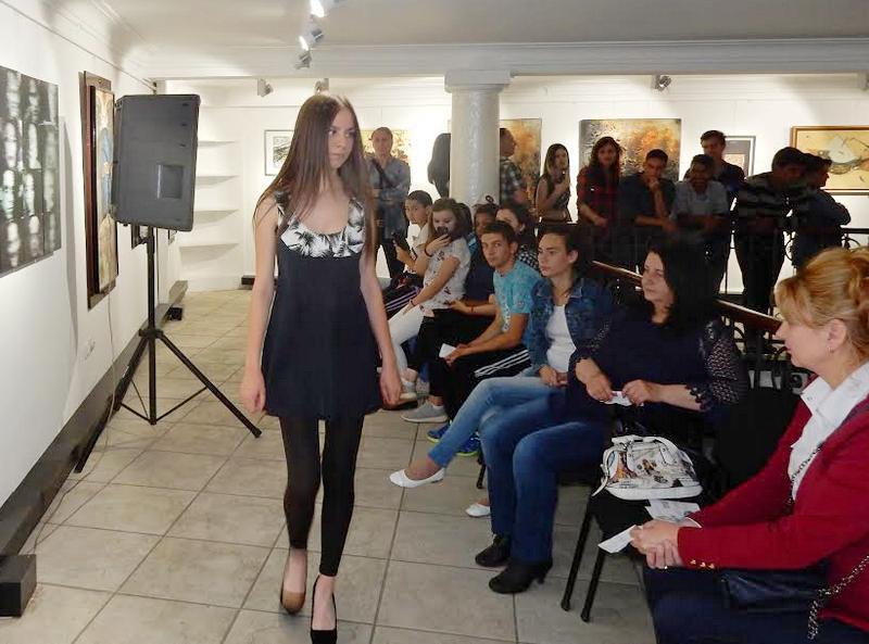 Mladi modelari odeće prate svetske trendove