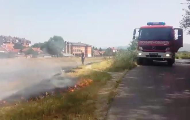 Požar na veteničkom keju, dim progutao Radničko naselje (VIDEO)