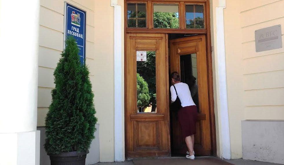 Zašto kasni isplata porodiljama u Leskovcu?