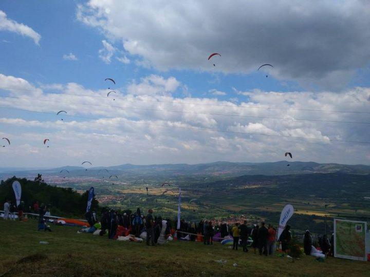 SPEKTAKL Na nebu iznad Niša revija paraglajdera iz 31 zemlje, lete ka Vlasotincu