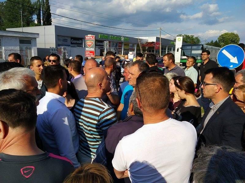 Meštani blokirali put u Nišu zbog povređivanja 4 učenice