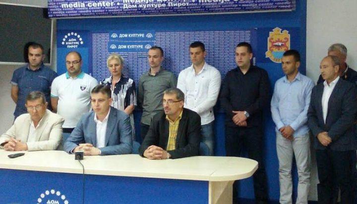 Deo rukovodstva SRS u Vasićevoj Koaliciji za Pirot