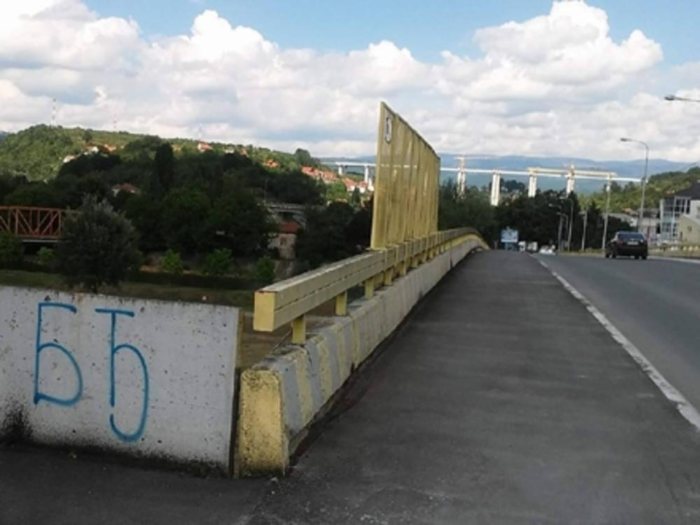 Policija je sprečila da skoči s mosta