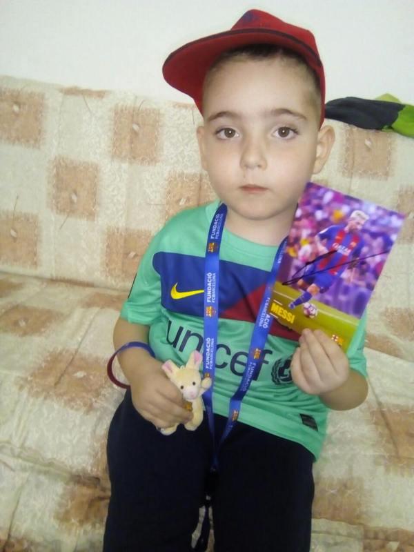 Bolestan dečak iz Leskovca dobio poklon od Barselone iz Španije