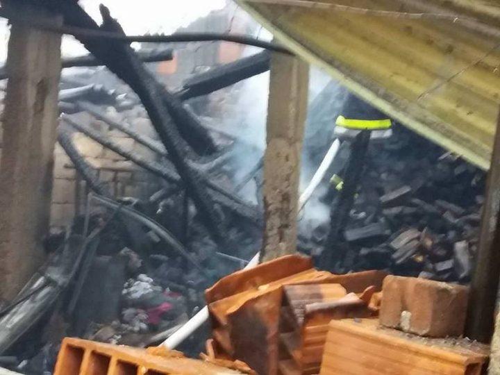 Zapalio se kabl od šporeta, vatra zamalo progutala celu kuću