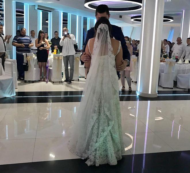 Vladika iz Katara venčao par u Leskovcu i popu poklonio kamenčić sa Hristovog groba