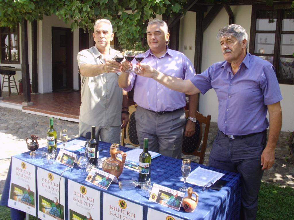 Na Vinskom balu Piloti i Balkanika