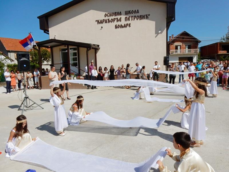 Veselje u Boljaru, deca dobila novu školu
