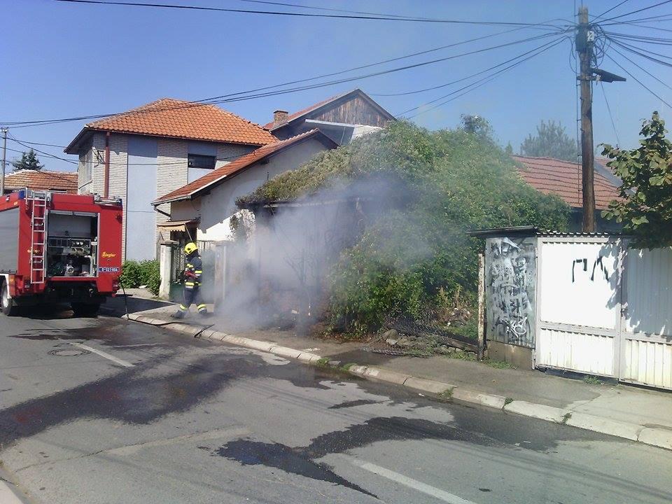 Gori kuća u Ulici Dimitrije Tucovića
