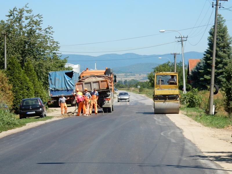 Asfaltiran put kod Živkova, dogodine i ulaz u Leskovac iz pravca Vlasotinca
