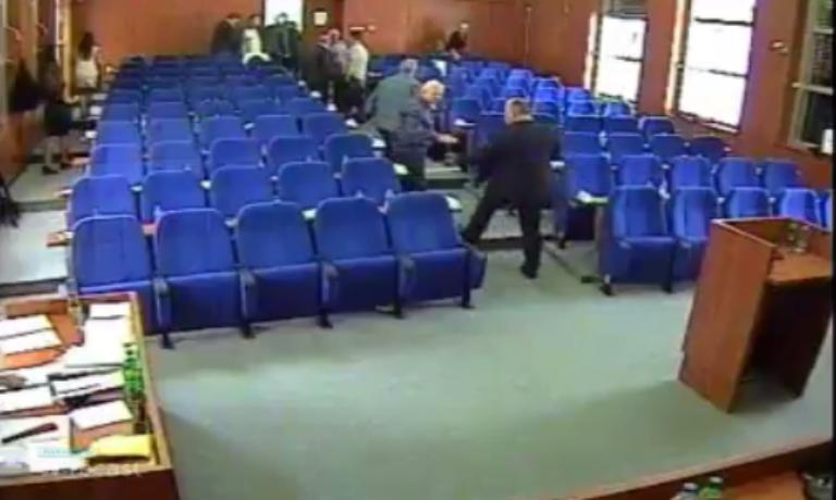 PONOVO O MAFIJAŠIMA I KRIMINALCIMA Vlast demonstrativno napustila sednicu skupštine!