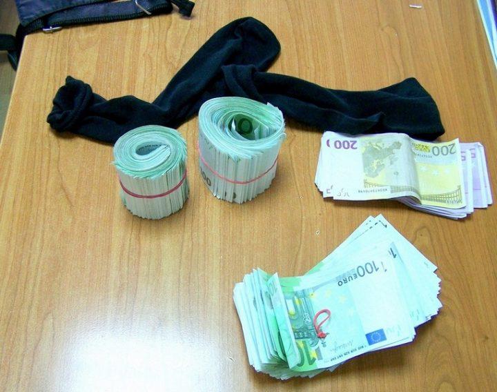 U čarapama sakrili 73.000 evra