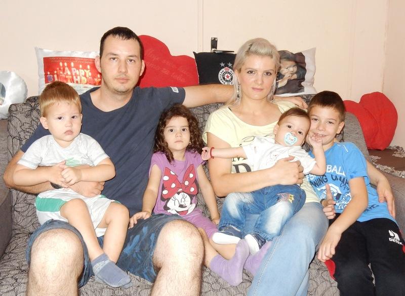 Ima 32 godine, sedmoro dece i dom pun ljubavi