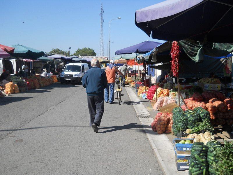 Zbog vanpijačne prodaje, prodavci stupili jutros u štrajk