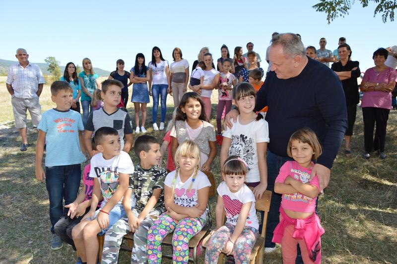 Obnovljena škola u Drćevcu