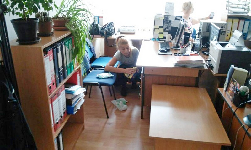 Službenici ponovo čistili kancelarije, tona otpada
