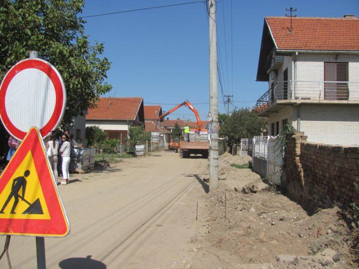Počela rekonstrukcija glavne ulice u Bobištu