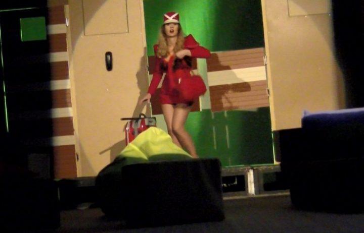 Kad Srbin zavede tri stjuardese… BOING BOING (VIDEO)