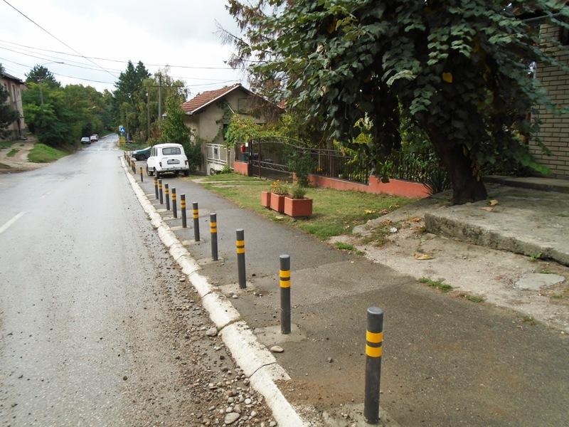 Metalni stubići za bezbednije kretanje pešaka