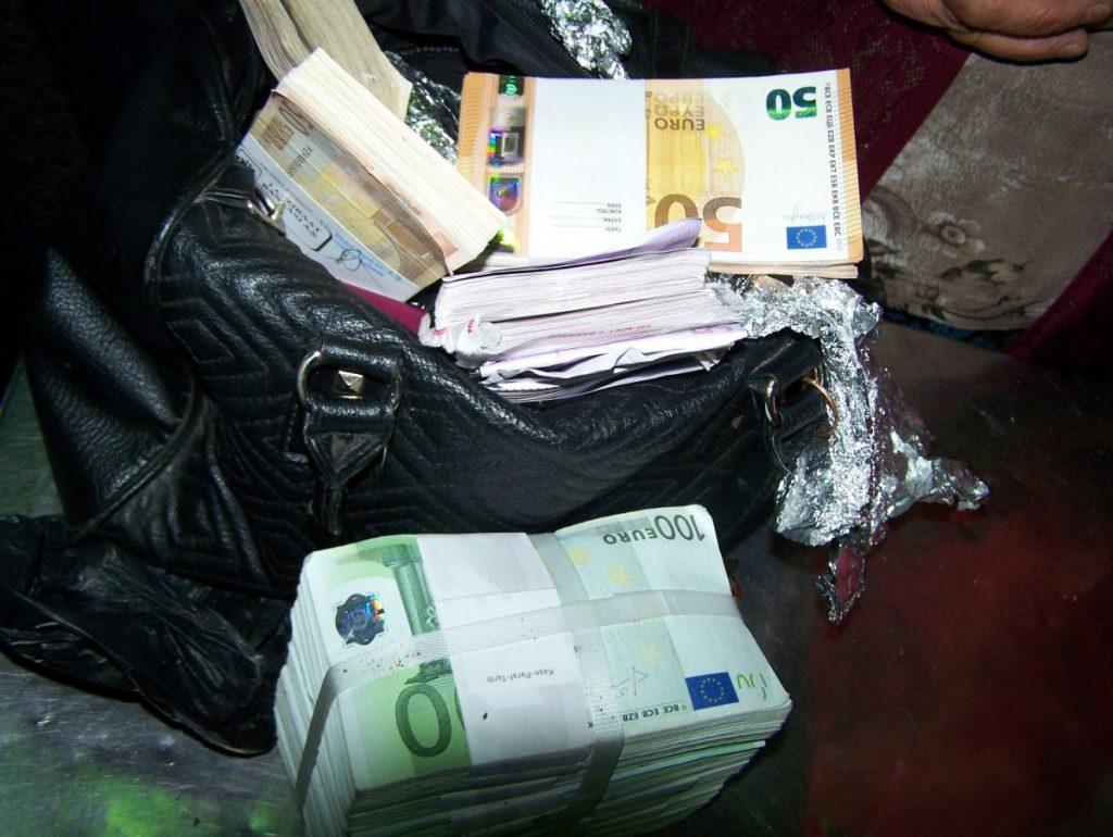 Baba u gaćama i torbici krila preko 260.000 evra