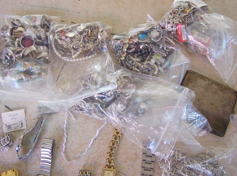 Zaplenjeno više od tri kilograma srebra, zlata i dragog kamenja