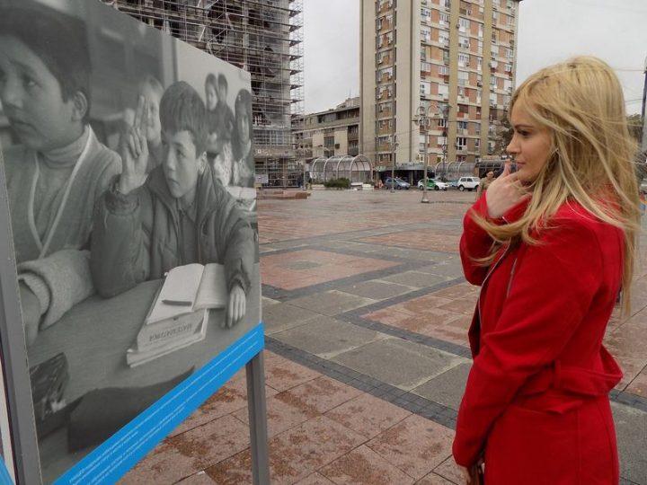 U Nišu otvorena izložba o radu UNICEF-a u Srbiji