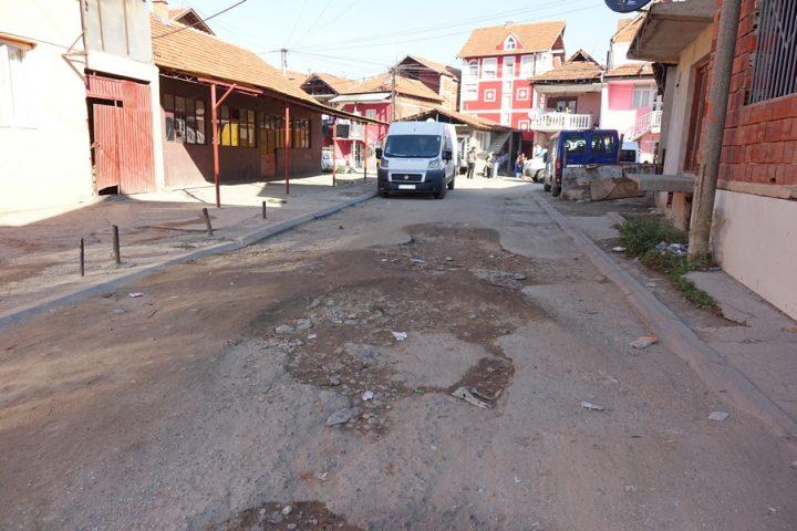 PODVORCE Mesto gde se asfalt pretvorio u zemlju