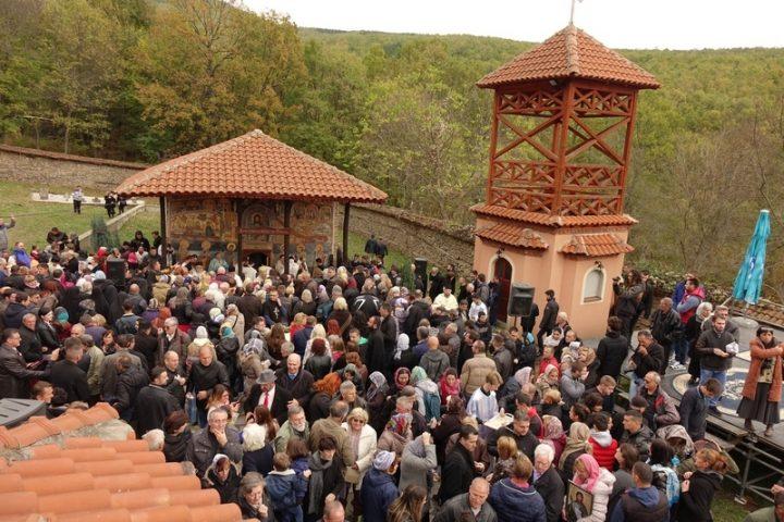 Liturgija u manastiru Sveti Jovan i Joanikijeve suze