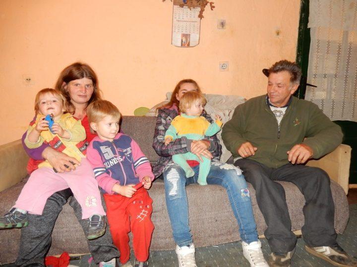 Devetoro dece u divljini u kući s promajom i gvozdenim krevetima