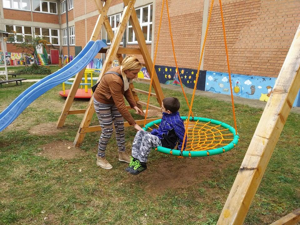 """Škola """"Bubanj"""" dobila senzorski park, prvi na jugoistoku Srbije"""