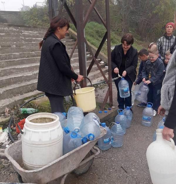 Stajkovčanke digle bunu: Deca se uvašljivila bez vode