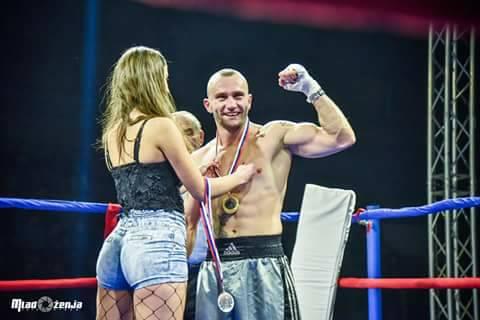 Prvi profesionalni meč i prva pobeda mladog leskovačkog boksera