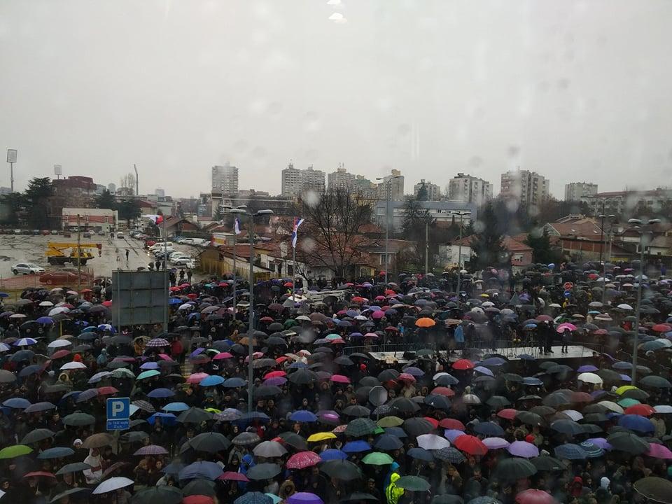 """Vučić nakratko prekinuo govor zbog uzvika  """"Gladni smo!"""""""