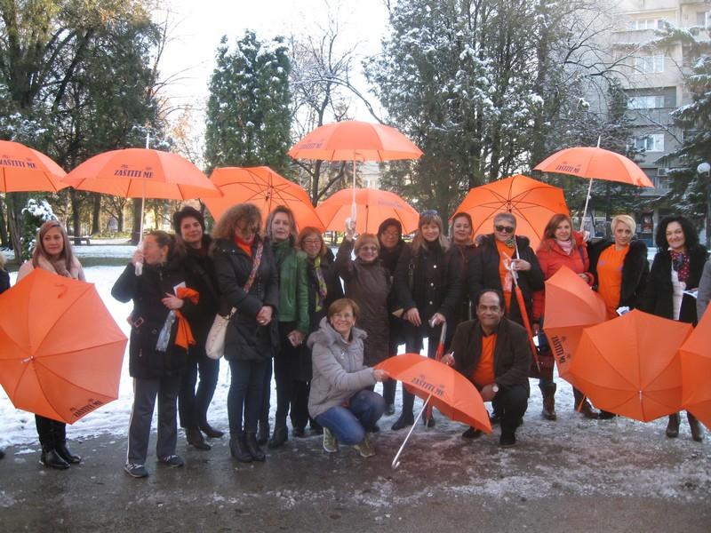 Na Dan ljudskih prava ženama deljeni kišobrani