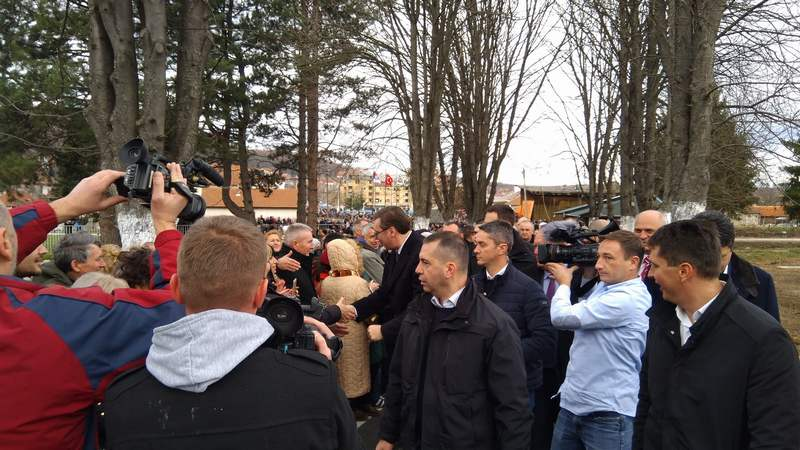 Stigao Vučić, dočekalo ga oko tri hiljade ljudi