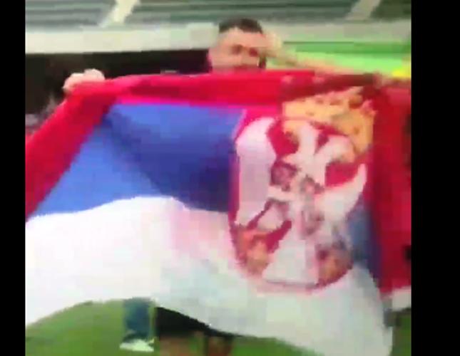Vijorila se srpska zastava nasred stadiona u Hong Kongu, a za to je zaslužan ovaj momak iz Vučja (VIDEO)