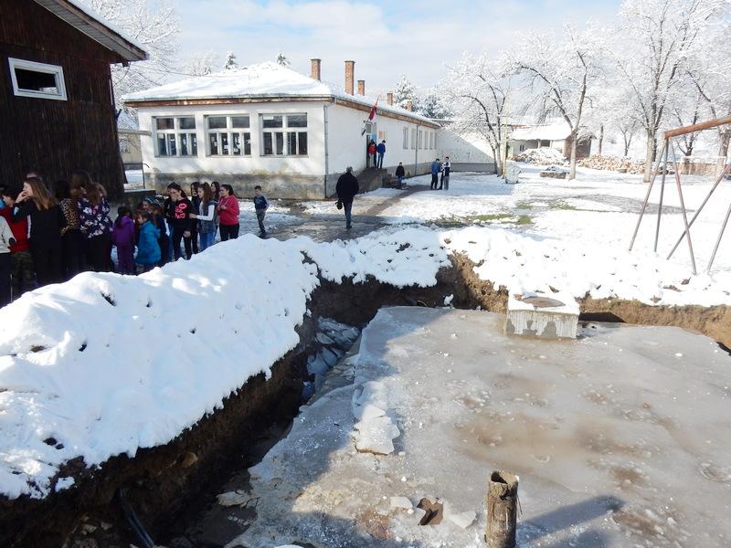Septička jama puštena u rad, učenici koriste školske toalete (VIDEO)