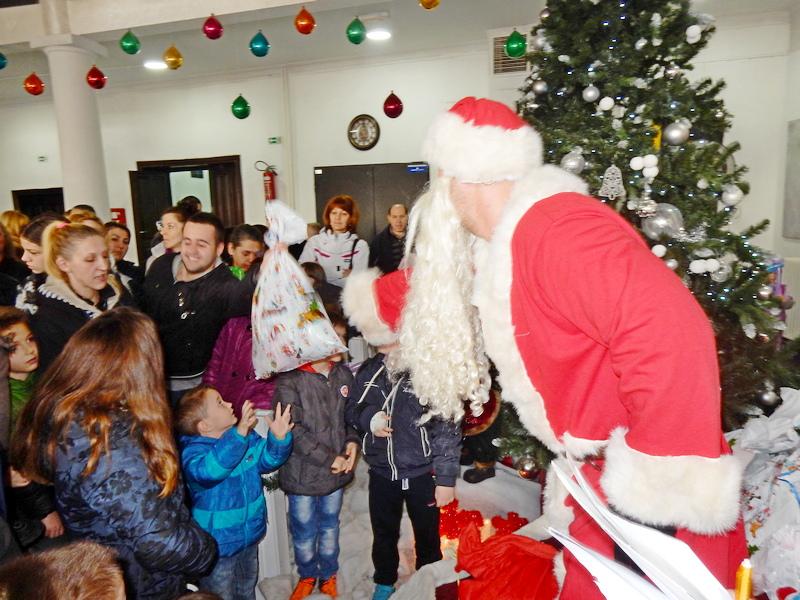 SNS spremila oko 1400 paketića za pravoslavnu Novu godinu