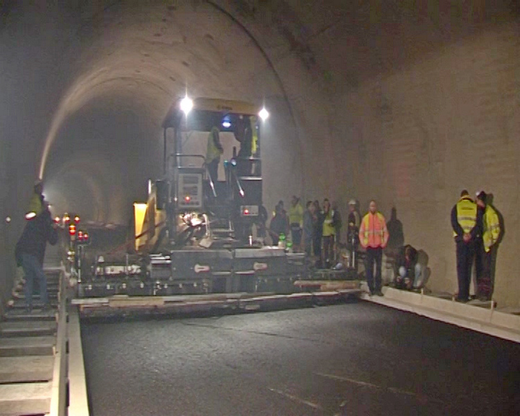 Prvi asfalt u tunelu Predejane