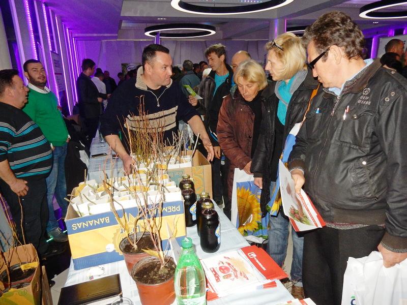 AGROLIDER Trideset i dva izlagača i preko 800 voćara na savetovanju u Leskovcu