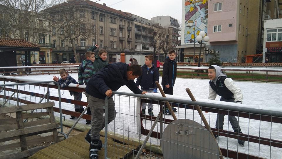 SPREMITE KLIZALJKE Uskoro počinje sa radom klizalište u Leskovcu