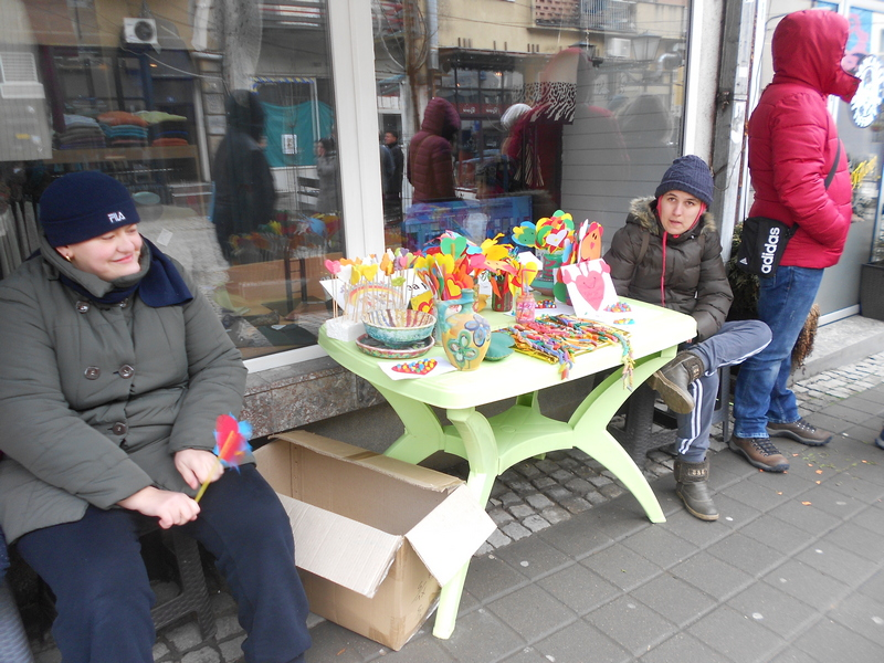 Deca iz Maštolenda prodaju svoje radove za Dan zaljubljenih