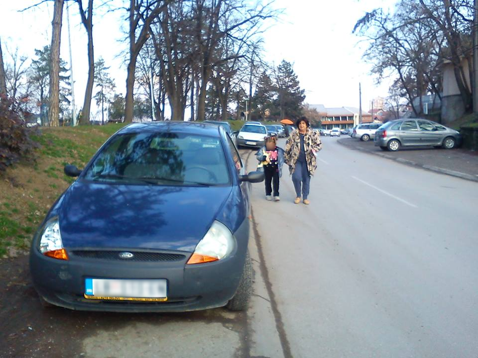 (FOTO PRIČA) Auto bitniji od čoveka
