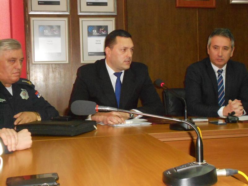 Grad Vranje pomaže saobraćajnoj policiji opremom od 1,5 milion dinara