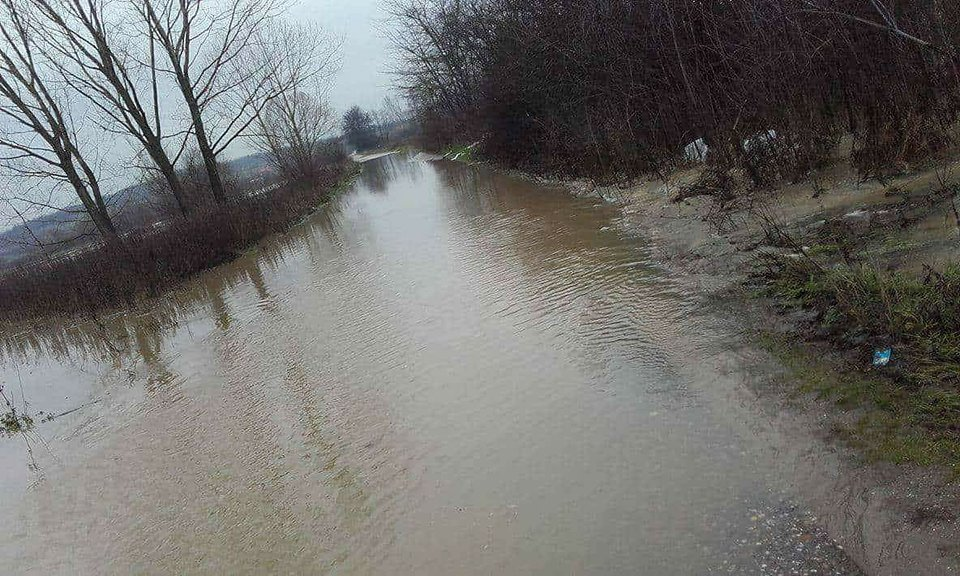 Izlila se Pusta reka, poplavljene njive, blokirana Stubla