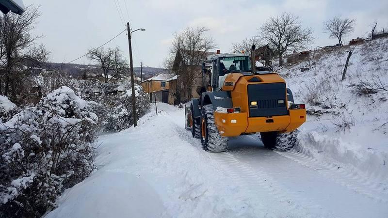 Zbog snega na putevima teško do sela u niškom kraju