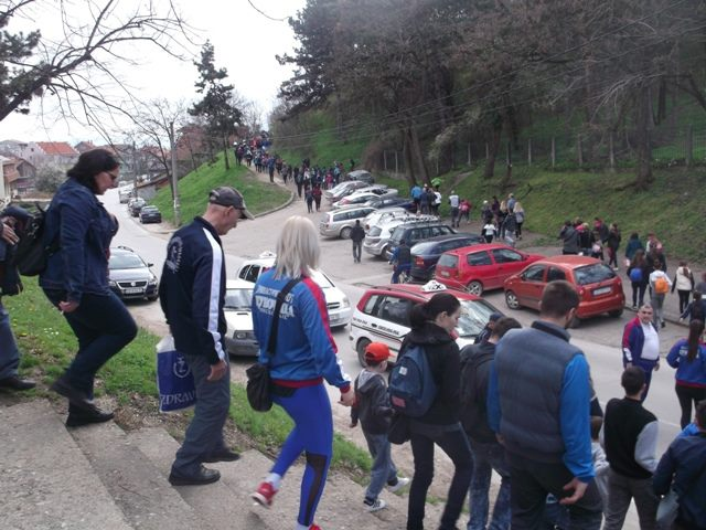 Više stotina Leskovčana krenulo stаzаmа zdrаvlја u susrеt Svеtskоm dаnu zdrаvlја
