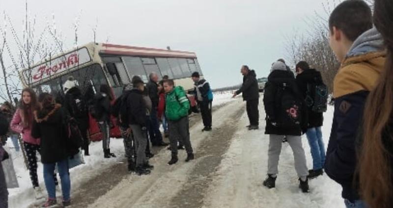 Autobus pun đaka sleteo s puta