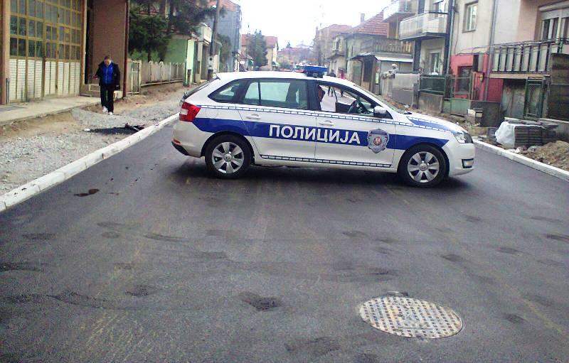 Više ne mogu ni da asfaltiraju bez asistencije policije